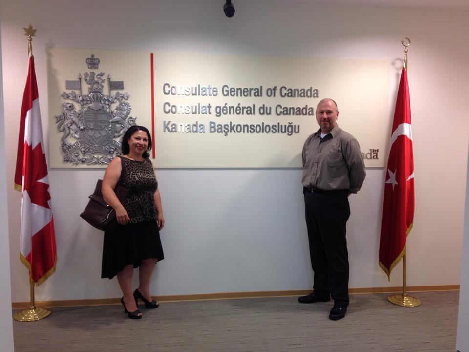 Eğitim danışmanımız Türkan hanım , Kanada konsolosu Syn. Andrew R. Smith ile beraber.